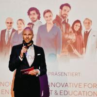 Premierenfieber in Köln: Die Aponovela wird gefeiert, Jäger Health
